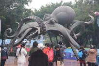 鼓浪屿龙头路大章鱼铜像