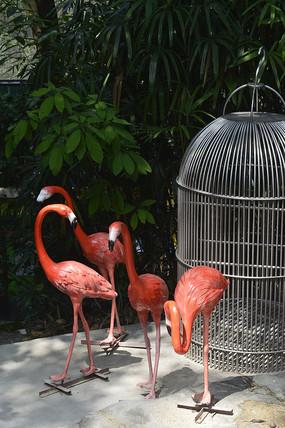 几只火烈鸟雕塑