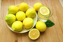 黄柠檬棚拍柠檬水