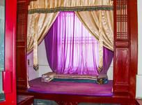 沈阳故宫关雎宫挂帷幕的寝炕