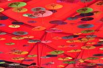 屋顶上的小彩伞