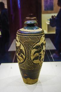 西夏文物褐釉剔刻海棠纹经瓶