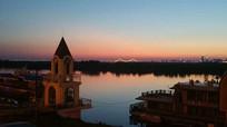夕阳西下江畔图