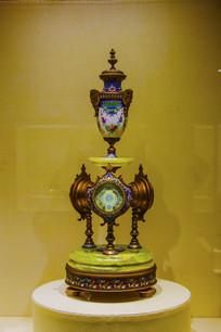 铜镀金画珐琅奖杯式寒暑表座钟