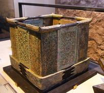 透雕虺纹玉石青铜构筑件