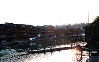 夕阳下的沱江两岸