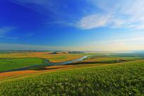 蜿蜒的草原之河