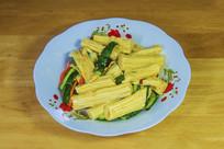 一盘黄瓜拌腐竹