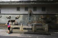 白云山公园九龙泉石壁许愿池