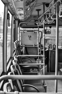 公交车内厢