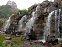 公园里的加山水景观