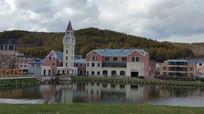湖面的娱乐建筑