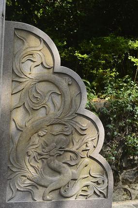 龙图案浮雕雕塑