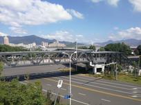 马路上的天桥