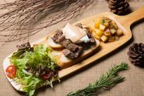 牛肉面包蔬菜