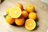 切开的冰糖橙