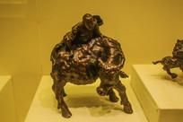 清桦木雕牧牛像