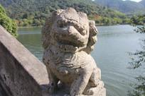 湘湖水上桥沿石狮子