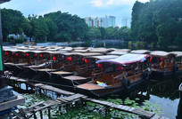 湖上的游船