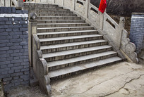 上桥的台阶