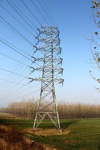 田野里的高压线铁架