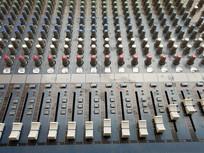 双12线阵音响调音台按钮