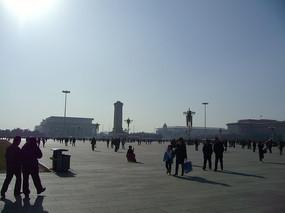 阳光下的天安门广场