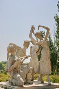弹琴跳舞的维族女孩和男孩