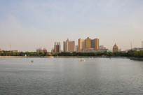 公园的湖景