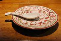 荷花汤勺和瓷盘