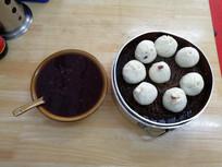 黑米粥和小笼包