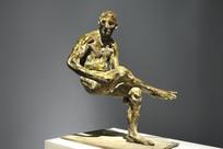 铜雕人体坐像