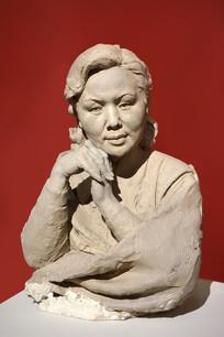 雕塑演员白杨