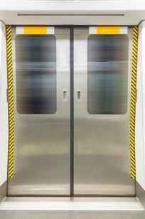 地铁车厢门