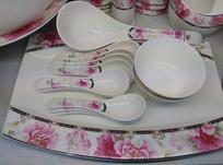 粉色花朵图案陶瓷碗碟套装