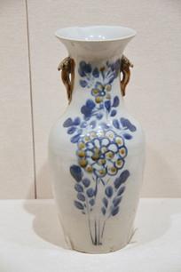 清代博山窑花纹瓷瓶