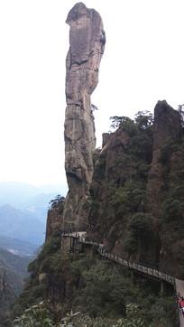 奇石巨蟒出山