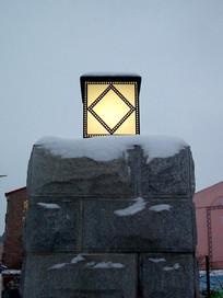 雪中的照明灯