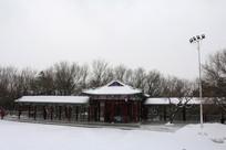 八景广场积雪建筑长廊