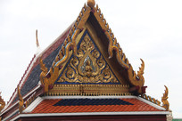 雕刻精美的寺庙屋顶