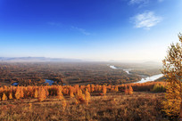 额尔古纳湿地远山河流白雾