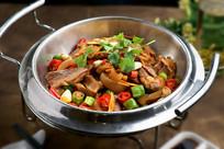 干锅带皮牛肉
