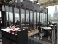江边玻璃房餐厅
