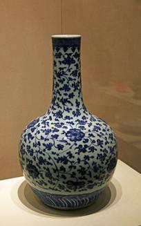 緾枝花纹青花瓷天球瓶