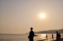 日落时眺望远方