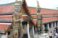 寺庙前的夜叉雕塑