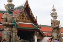 寺庙前的夜叉门神