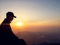 泰山上平视的日出