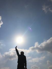 握住太阳的男孩