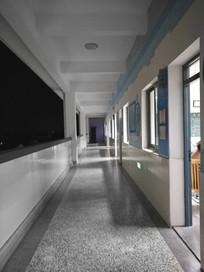 夜色教室走廊